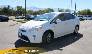 2013 Toyota Prius 5d Hatchback Two full